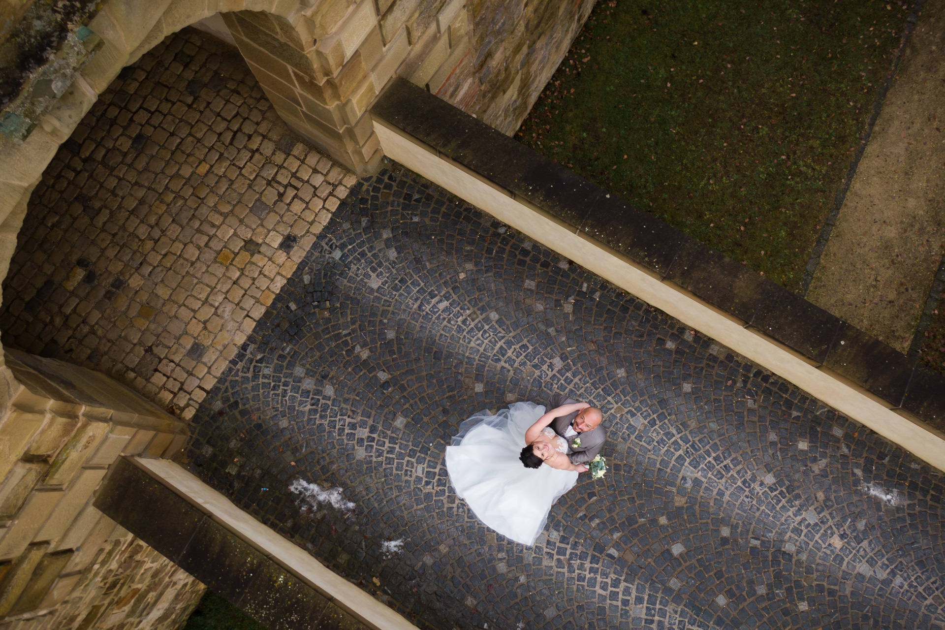 Drohnenfotos am Schloss Ellwangen von einer Winterhochzeit