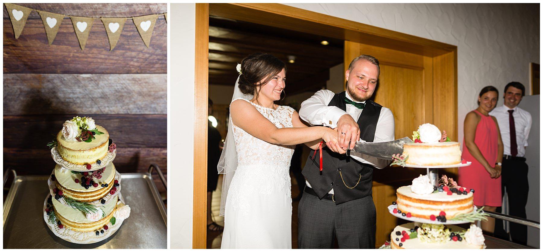 Kuchenanschnitt bei der Hochzeit in Herrentierbach bei Blaufelden
