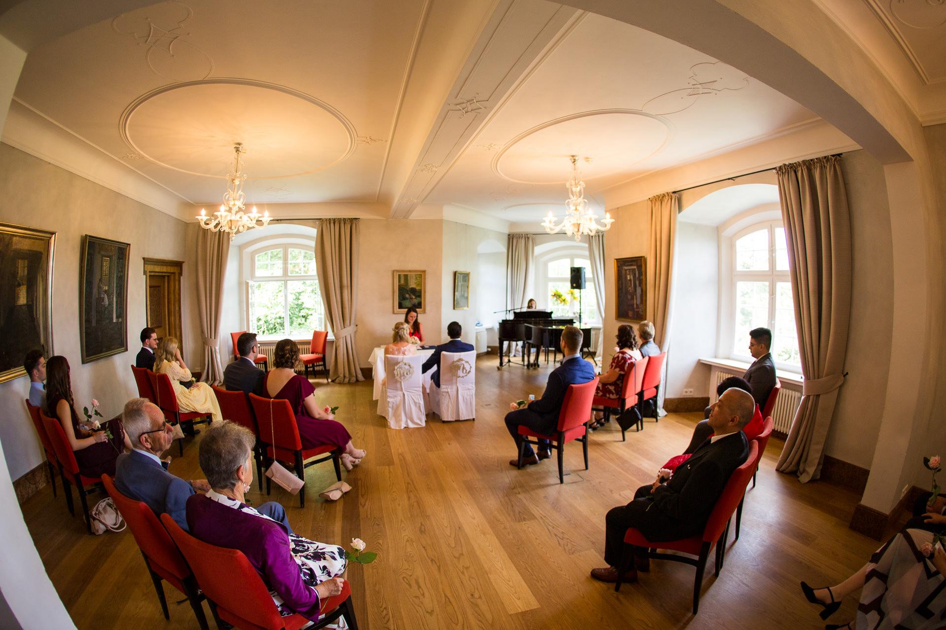 Eine standesamtliche Hochzeit auf Schloss Filseck während Corona in 2020